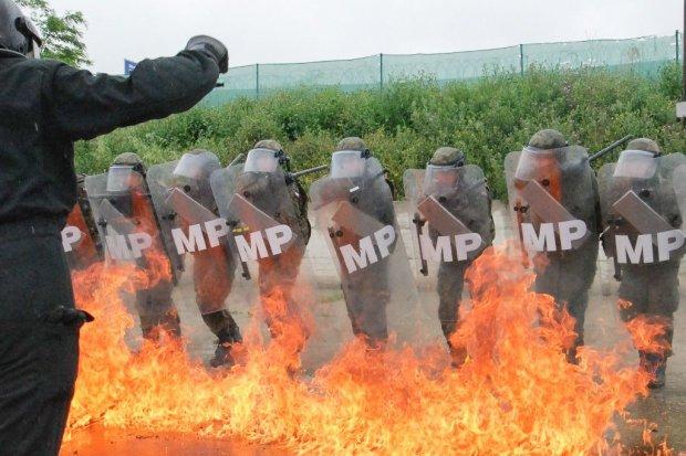 Fire Phobia: Wiedzą, jak reagować na agresję demonstrantów