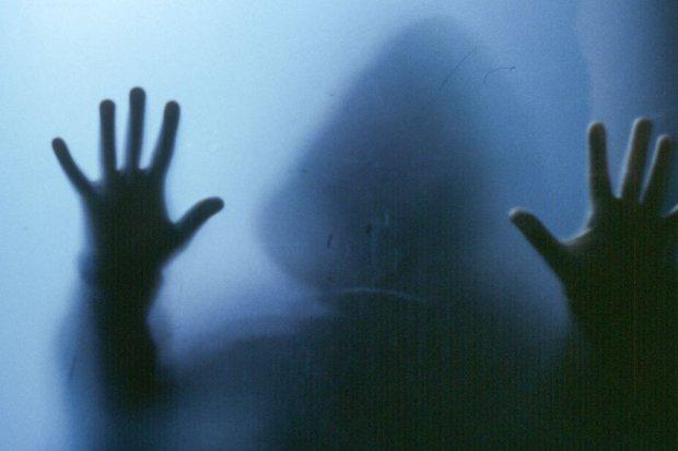 Pijany ochroniarz z supermarketu molestował młode kobiety w toalecie
