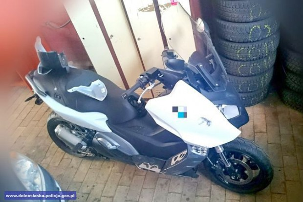 Pijany 36-latek jechał kradzionym motocyklem. Spowodował kolizję