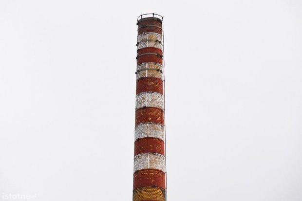 Czy komin Zakładów Ceramicznych powinien być oświetlony?
