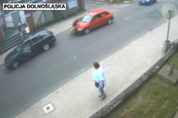 Lubań: pirat drogowy próbował rozjechać mężczyznę