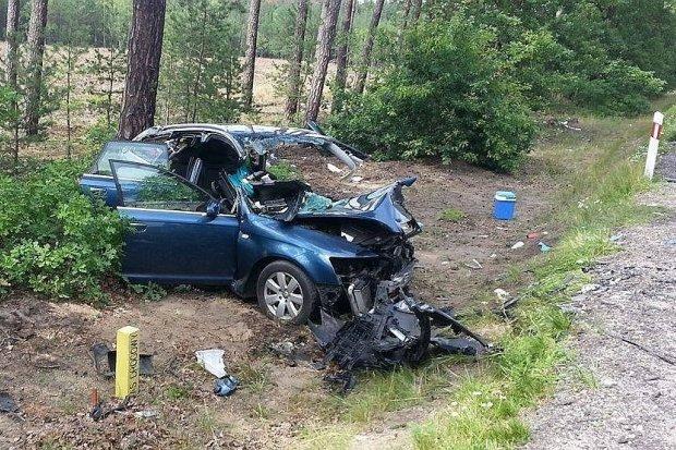 Śmiertelny wypadek koło Kozłowa - 1 osoba nie żyje, 5 jest rannych