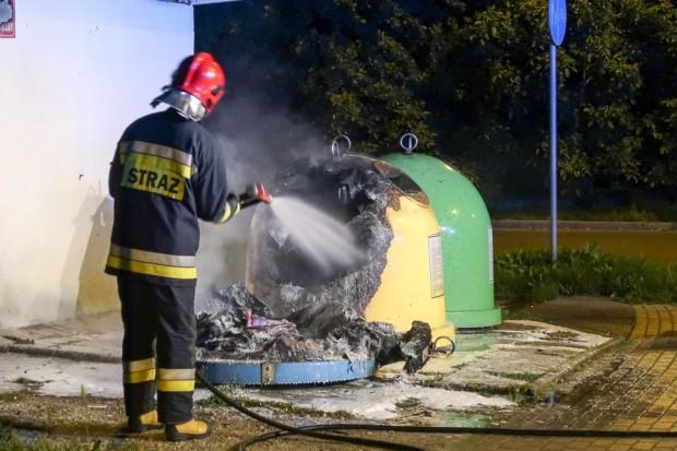 Wieczorna akcja strażaków: płonące kontenery na Staroszkolnej
