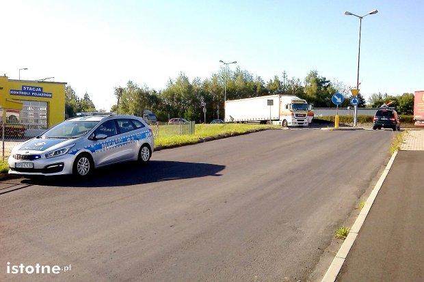 Awaria ciężarówki na rondzie od strony Kruszyna