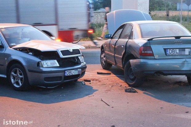 Cztery osoby ranne po zderzeniu trzech aut na obwodnicy