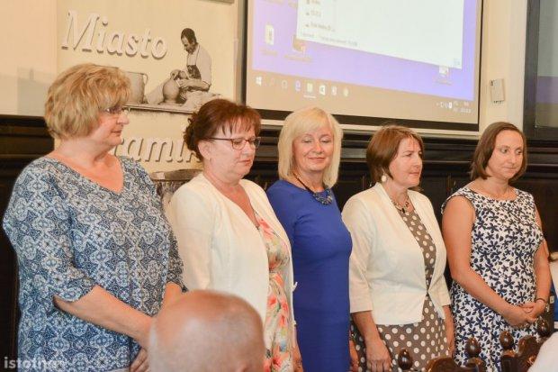 Dyrektorki miejskich szkół uhonorowane na sesji Rady Miasta
