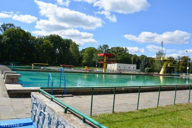 Wiemy, kiedy ruszą letnie baseny