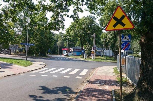 Wypadek na krzyżówce Gdańska–Śluzowa, trzy osoby ranne