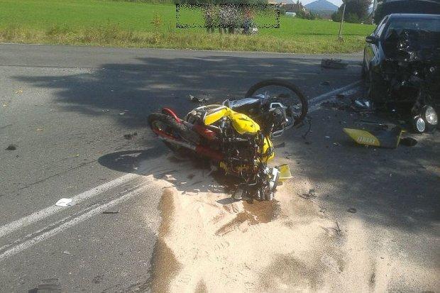 Tragiczny wypadek w Łomnicy: 28-letni motocyklista zmarł w szpitalu