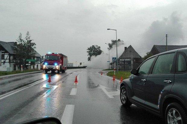 Straż: zamknięta droga i ewakuacja mieszkańców w Kruszynie