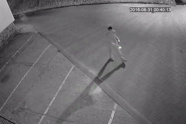 Bolesławiec: Poznajesz tego mężczyznę? Jest podejrzany o włamanie do auta