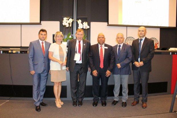 O wzornictwie i technologii ceramiki bolesławieckiej na konferencji w Krakowie
