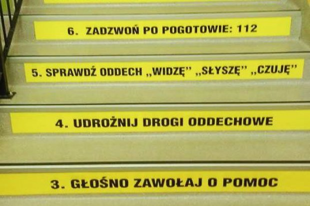 Kurs pierwszej pomocy na… schodach w Zespole Szkół w Osiecznicy