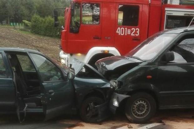 Wypadek w Wilczym Lesie - dwie osoby ranne w tym jedna ciężko