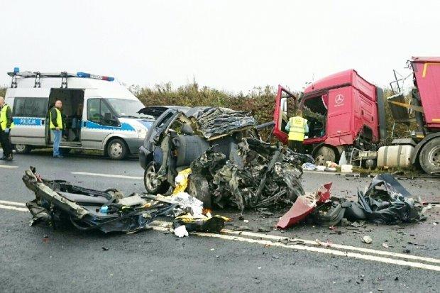 Masakra na drodze – ojciec i dzieci nie żyją. Nie żyje też matka