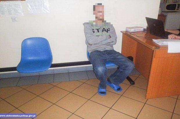 Ukradł auto, dla niepoznaki zmienił tablice rejestracyjne na niemieckie. Wpadł po pościgu