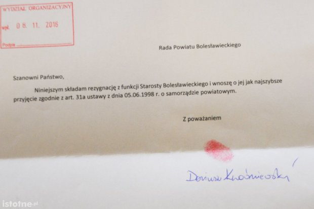 Odcisk palca Kwaśniewskiego zamiast podpisu na rezygnacji