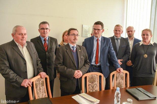 PiS, PSL i Ziemia atakują Piotra Romana: kością niezgody Stanisław Chwojnicki