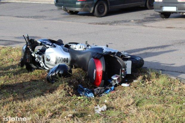Zderzenie samochodu z motorowerem koło Dino