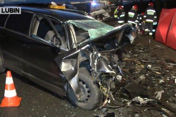Śmiertelny wypadek na drodze Lubin–Osiek. Kierowca VW zginął na miejscu