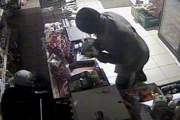 Zobacz, jak okradają sklep, pomóż złapać złodziei