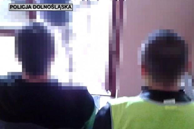 """Kradł """"na wnuczka"""" w całej Polsce. Co najmniej pięcioro seniorów dało się nabrać"""