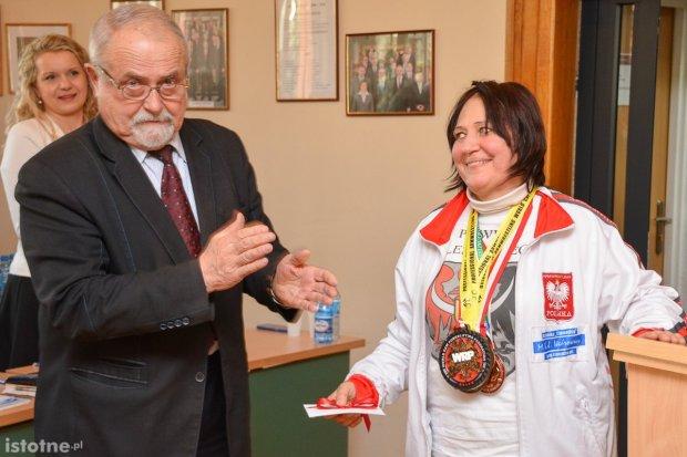 Powiat uhonorował zdobywczynię Pucharu Świata Sonię Turzyniecką