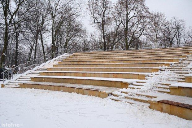 Amfiteatr w parku miejskim po remoncie
