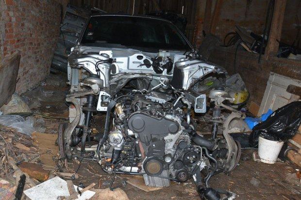 Dziupla samochodowa zlikwidowana, dwie osoby zatrzymane
