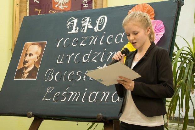 """Geniusz słowa. Uczniowie """"Handlówki"""" upamiętnili Leśmiana"""