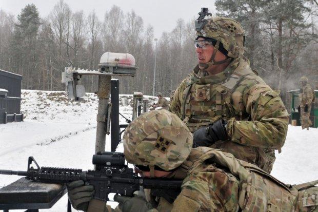 Żołnierze USA w Bolesławcu na strzelnicy, w Świętoszowie na poligonie