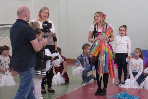 Nauczycielki z pasją do tańca i plastyki uczą nasze dzieciaki