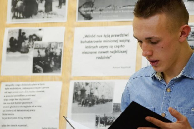 Upamiętnili zagładę dzieci w obozie koncentracyjnym Auschwitz-Birkenau
