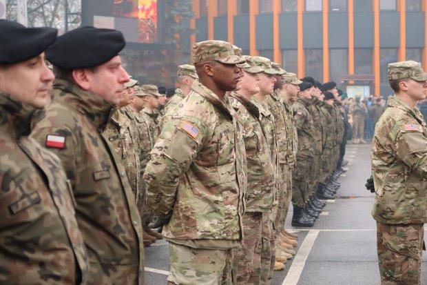 Nudne przywitanie Amerykanów, dwóch żołnierzy już zemdlało