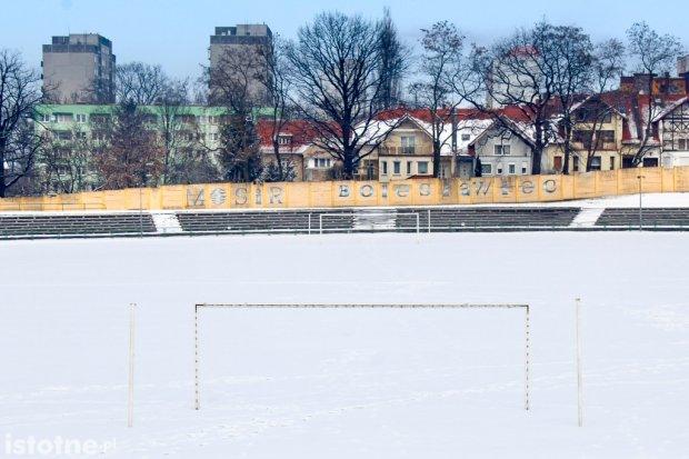 Dlaczego w Bolesławcu nie ma sztucznego boiska?