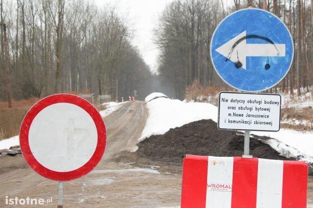 Zamknęli drogę Bolesławiec–Lwówek i nic nie robią? DSDiK wyjaśnia