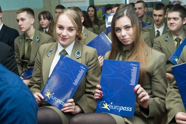 """60 uczniów """"Budowlanki"""" z Certyfikatami Europass Mobilność"""