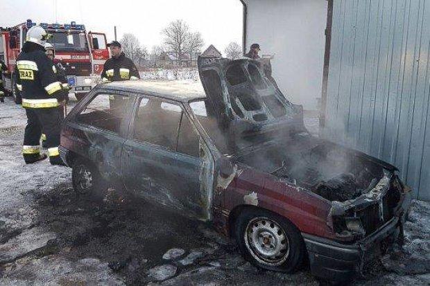 Pożar samochodu w Wykrotach