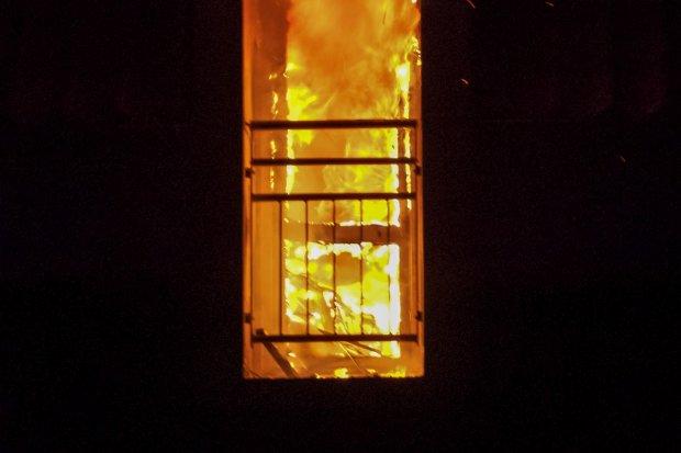 Pijana 67-latka podpaliła rzeczy w mieszkaniu. Omal nie doprowadziła do tragedii