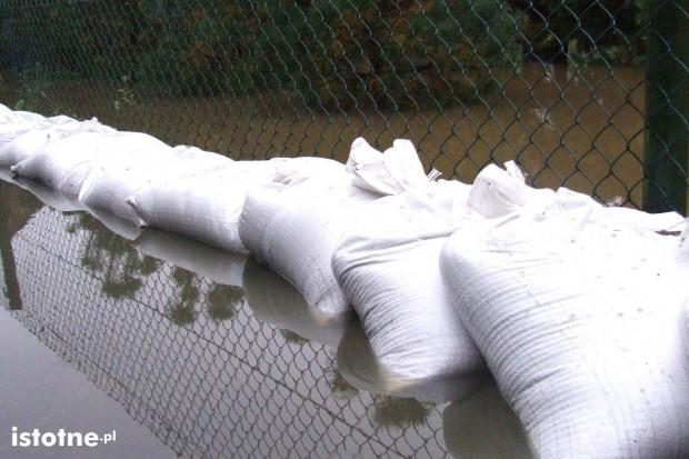 Silny wiatr i roztopy – pogotowie przeciwpowodziowe w Nowogrodźcu