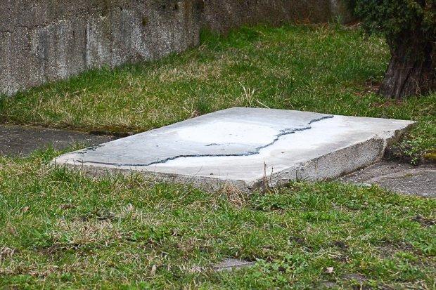 Zniknął pomnik upamiętniający filię Gross-Rosen w Bolesławcu