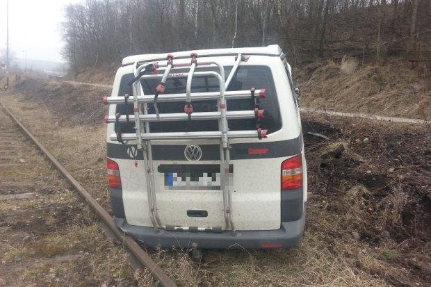 Kradzionym busem uciekał przed czeską i polską policją. Zatrzymano go na... torowisku