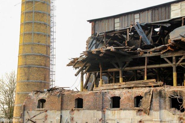Burzą część Zakładów Ceramicznych w Bolesławcu