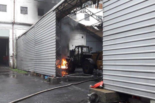 Pożar w Iwinach – ewakuowano 23 osoby, dwie są mocno poparzone