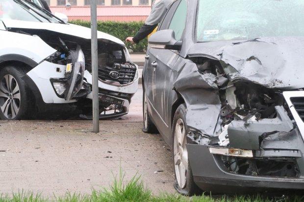 Zderzenie dwóch aut na Cieszkowskiego – jedna osoba ranna