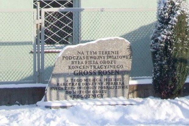 Pomnik upamiętniający filię Gross-Rosen. Dlaczego jest tak ważny?