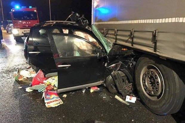 Śmiertelny wypadek na A4. Kierowca Mitsubishi zginął na miejscu, pasażerka ranna