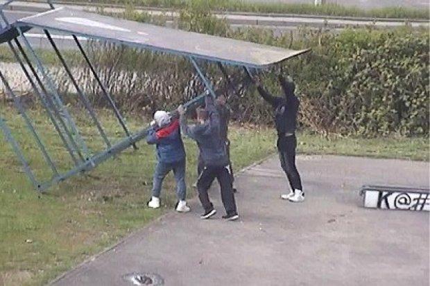 Głupia zabawa na skateparku kosztowała wandali 500 zł