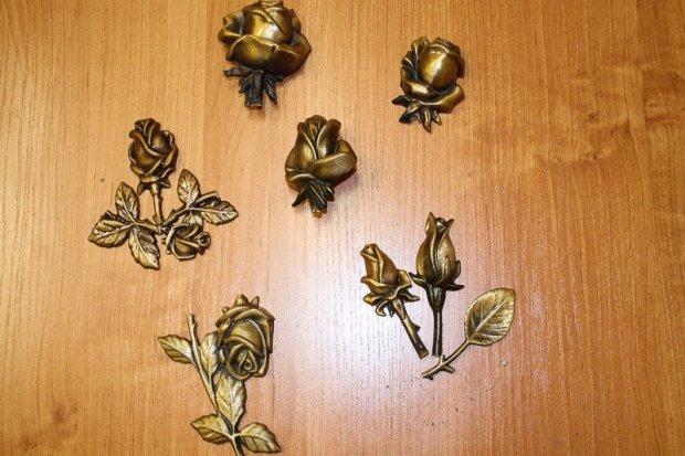 Kradli mosiężne i metalowe ozdoby z nagrobków