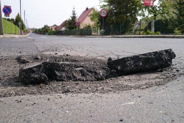 Niebezpieczna dziura na skrzyżowaniu Staszica i Góralskiej